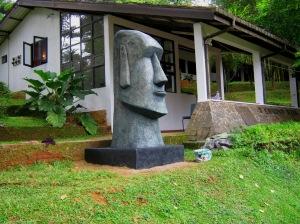 01 moai